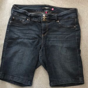 💙 Torrid Premium Stretch Denim Bermuda Shorts 💙